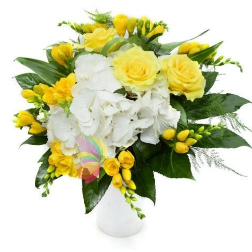 Bouquet con fiori gialli e bianchi