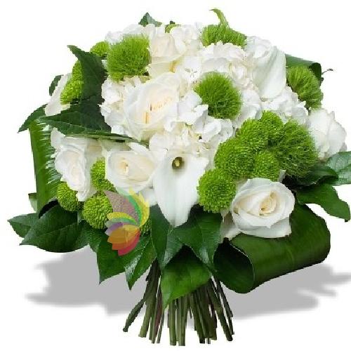 Bouquet con roselline e altri fiori bianchi con intermezzi for Fiori verdi